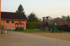 Schulhof Rückseite Schule